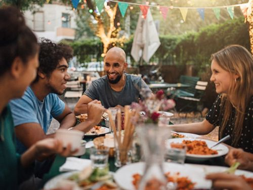 How to host an outdoor dinner party in a few simple steps