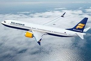 Cockpit window shatters, Icelandair forced to make emergency landing