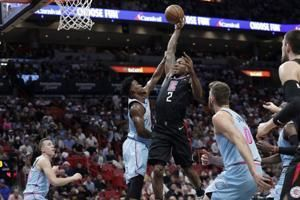 Leonard's 1st triple-double lifts Clippers over Heat 122-117