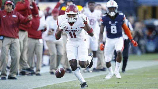 Arkansas suspends 2 starters for reportedly flirting with Mississippi State cheerleaders