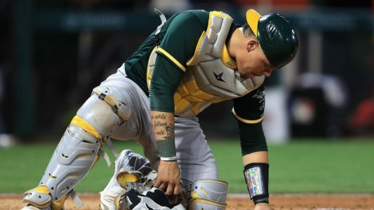 A's rookie Bruce Maxwell first MLB player to take a knee for the anthem