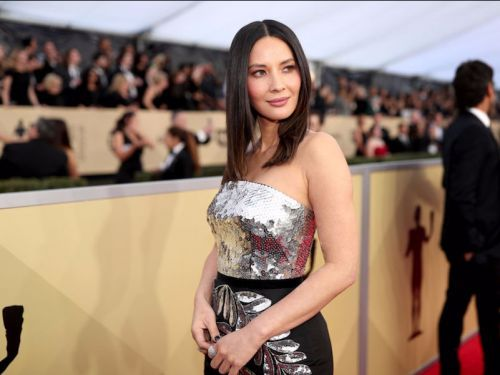 Fans thought Olivia Munn got plastic surgery on her lips but the star showed a behind-the-scenes video to prove that wasn't the case