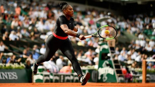Serena Williams rocks black 'catsuit' at French Open; Twitter approves