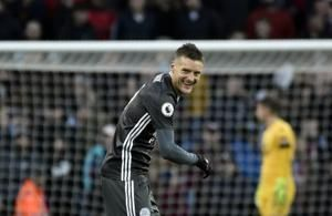 Vardy double in Leicester's 8th straight Premier League win