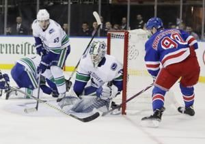 Lundqvist ties Plante on NHL wins list, Rangers edge Canucks