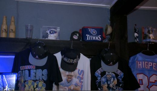 Kingston restaurant owner decorates business with Tennessee Titans memorabilia