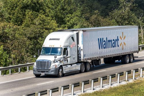 Walmart is hiring hundreds of truck drivers, paying nearly $90,000 per year