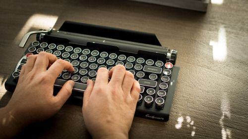 Qwerkywriter - A Modern, Romantic Take on TypewriterBring out