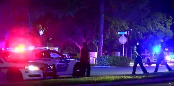 Orlando police officer shot at apartment complex