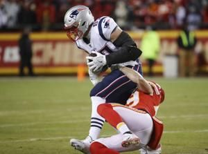 After tough year, Gronk coming alive at right time for Pats