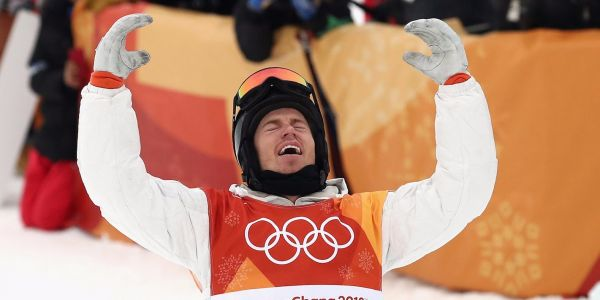 Shaun White wins gold medal in men's halfpipe with near-perfect run in dramatic finish
