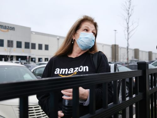 'I don't want to be there but I need the income': Worried Amazon workers say the company's sick leave policy is failing to protect them