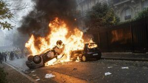 Tourist spots in Paris to close on weekend amid fuel riot