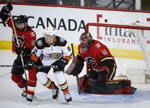 Gibson makes 29 saves to lift Ducks over Flames 4-0