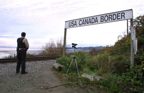 Jogger detained for 2 weeks after accidentally crossing US-Canada border
