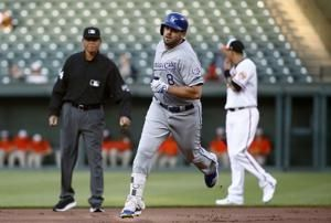 Royals blitz Bundy, Orioles with 10-run 1st in 15-7 win