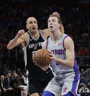 Drummond, Pistons hold down Spurs' offense in 93-79 win