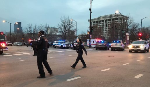 Gunman opens fire at Chicago hospital, wounds at least 4
