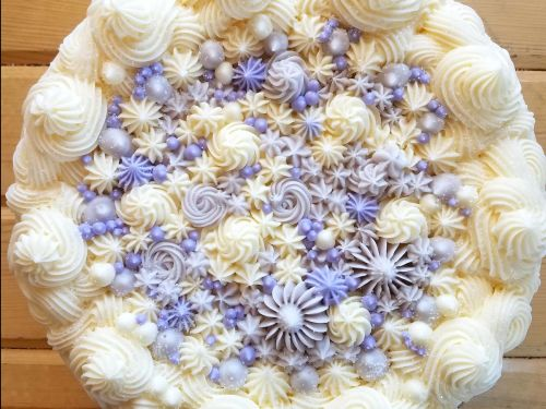 This flawless buttercream cake looks like a coral reef - and it's mesmerizing the internet