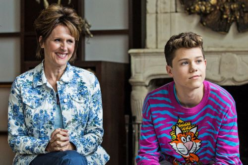 Kid's YouTube stardom turns family life upside-down in 'The Other Two'