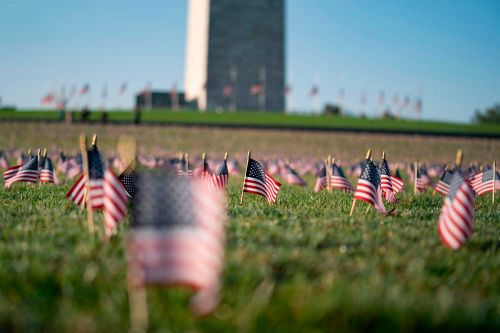 20,000 flags placed on National Mall to memorialize COVID-19 deaths in the US