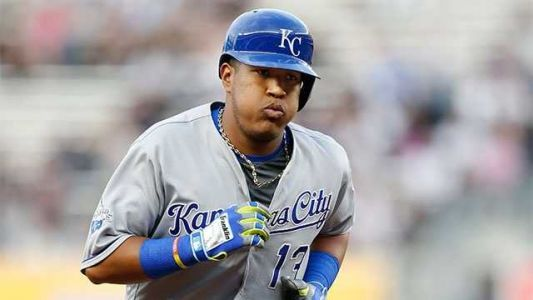 Royals catcher Salvador Perez tests positive for COVID-19, ESPN says