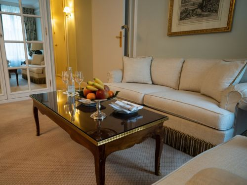 Hotel programs from Amex, Chase, and more can get you freebies like room upgrades and on-property credits -here's how