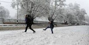 Early snowfall in Kashmir Valley brings respite for tourism players