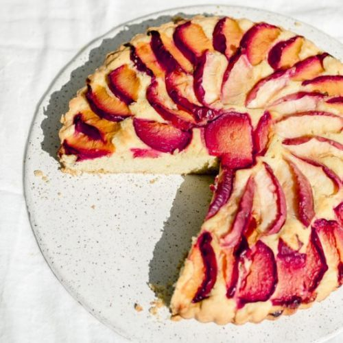 Olive oil cake with plums