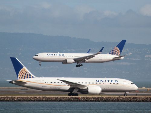 The 2 best rewards credit cards for travelers who frequently fly with United