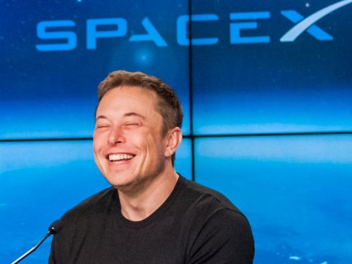Elon Musk is raising half a billion in cash for SpaceX - and there are 3 epic projects he may spend it on