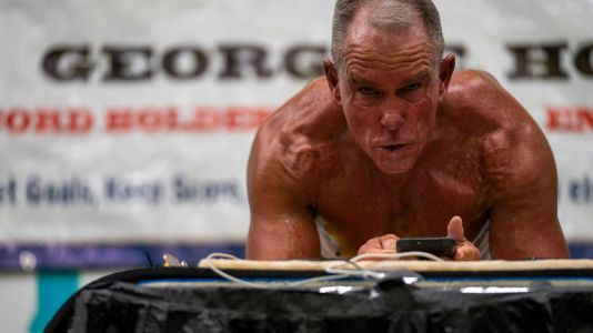 62-year-old Marine veteran sets Guinness World Record by holding plank for over 8 hours