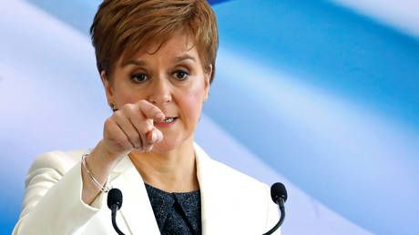 Post-Brexit immigration plans would be 'devastating' for Scottish economy, Sturgeon says