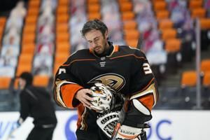Anaheim Ducks goalie Ryan Miller to retire at end of season