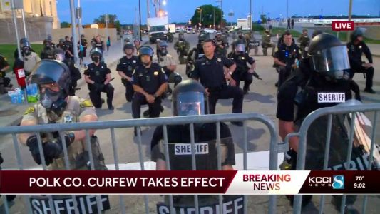 WATCH: Des Moines law enforcement kneels with protesters, dispersing group