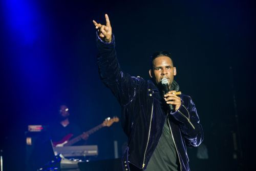 Reports: R&B star R. Kelly charged with aggravated criminal sexual abuse