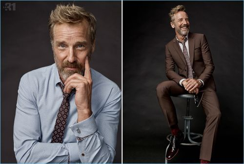 The Art of Tailoring: Rainer Andreesen Models Professional Styles for Simons