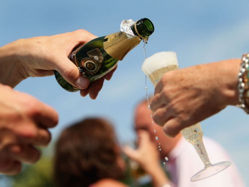 Here's why champagne and prosecco make you feel more drunk than normal wine
