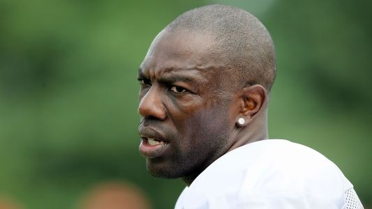 Terrell Owens reportedly activates 10-day clause with CFL's Edmonton Eskimos