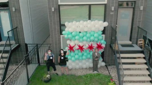 Moms reinvent event business during pandemic with joy of balloons