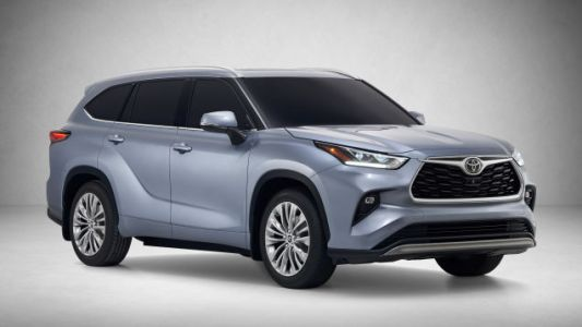 The 2020 Toyota Highlander Hybrid Gets 34 MPG And A Big New Touchscreen