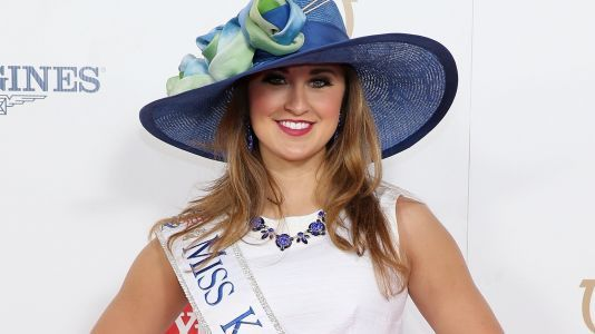 Former Miss Kentucky charged with sending nude photos of herself to 15-year-old student