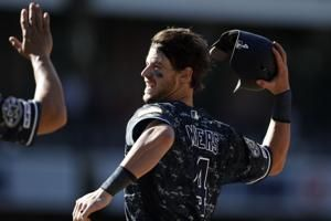 Myers' walk-off single lifts Padres to 2-1 win over Rockies