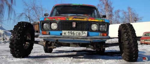 Man Puts 38-inch Off-Road Tires On a Russian Sedan Using Enormous Wheel Spacers, Rips Donuts