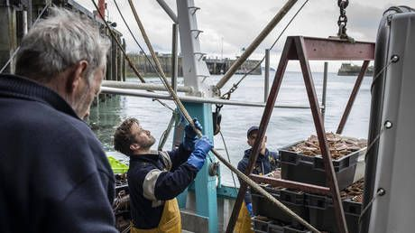 France says Jersey fishing row can be 'quickly unblocked' by applying post-Brexit trade deal, as UK looks to withdraw naval boats