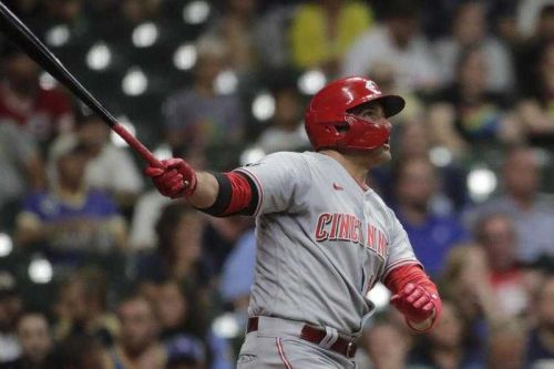 Reds cool off Brewers 10-2 to earn 4th straight victory