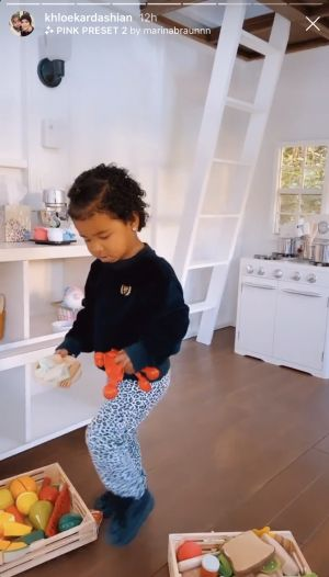 True Thompson Cooking for Her Doll in Her Playhouse Is the Cutest Thing You'll See Today