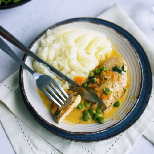 Chicken breast with peas and carrot