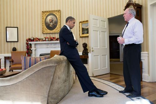 Photo captures the exact moment Obama learned of the Sandy Hook shooting