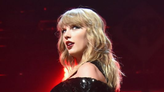 Taylor Swift And Boyfriend Joe Alwyn Pack On The PDA At London Concert